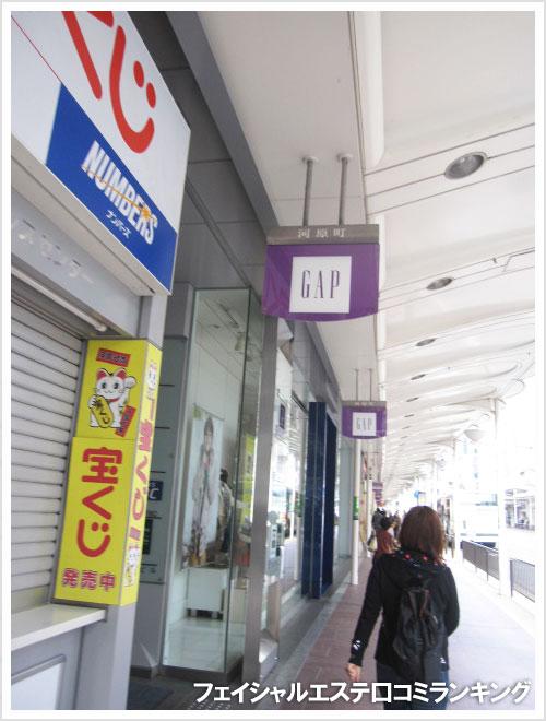TBC京都河原町店は、河原町通りに面したビルの5階です